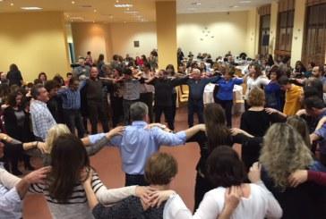 Εορταστική συνύπαρξη παραδοσιακών χορευτικών σχημάτων στο Συνεδριακό Κέντρο