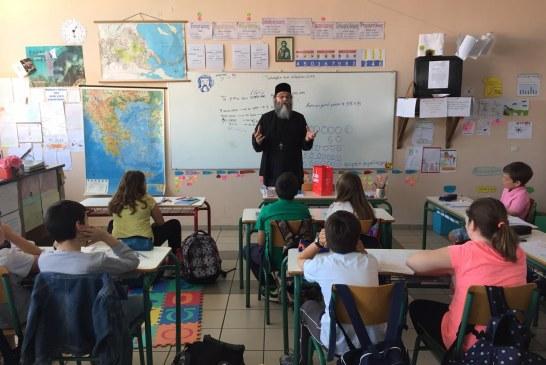 Ο «Εσταυρωμένος» στηρίζει άπορους μαθητές